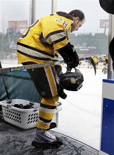 2009 10 Mark Recchi Boston Bruins Winter Classic Game Worn