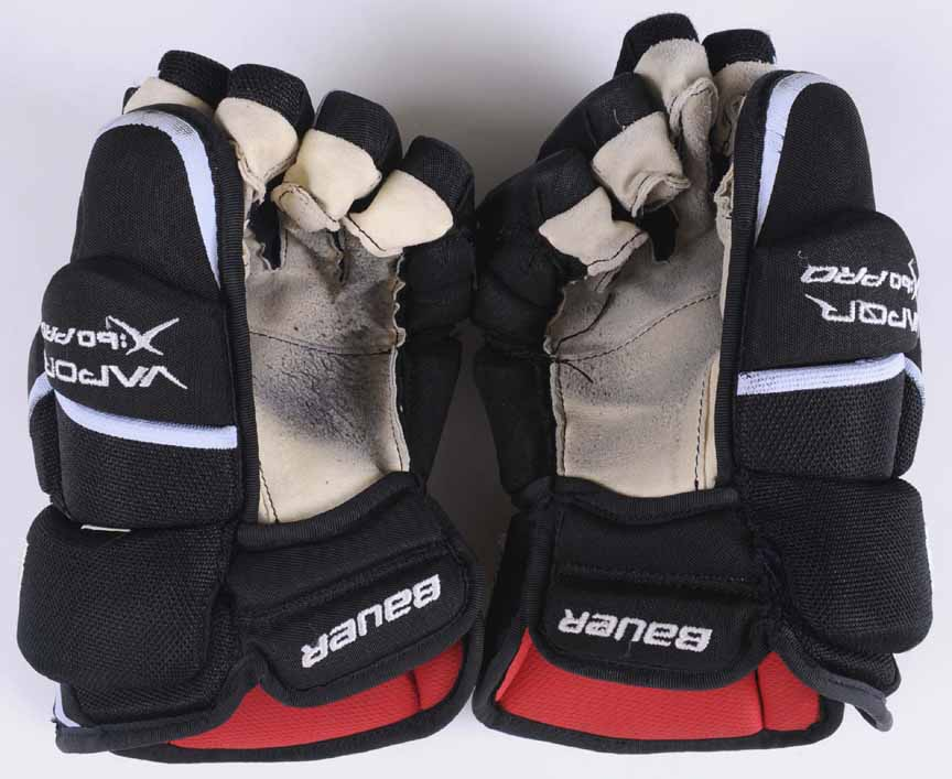 Claude Giroux Philadelphia Flyers Bauer Game Worn Gloves