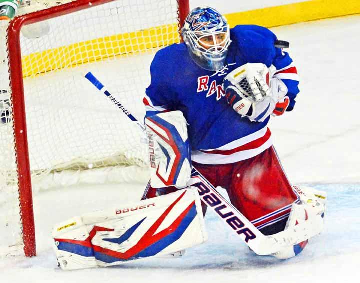 2012-13 Henrik Lundqvist New York Rangers Red 6625ed8b4