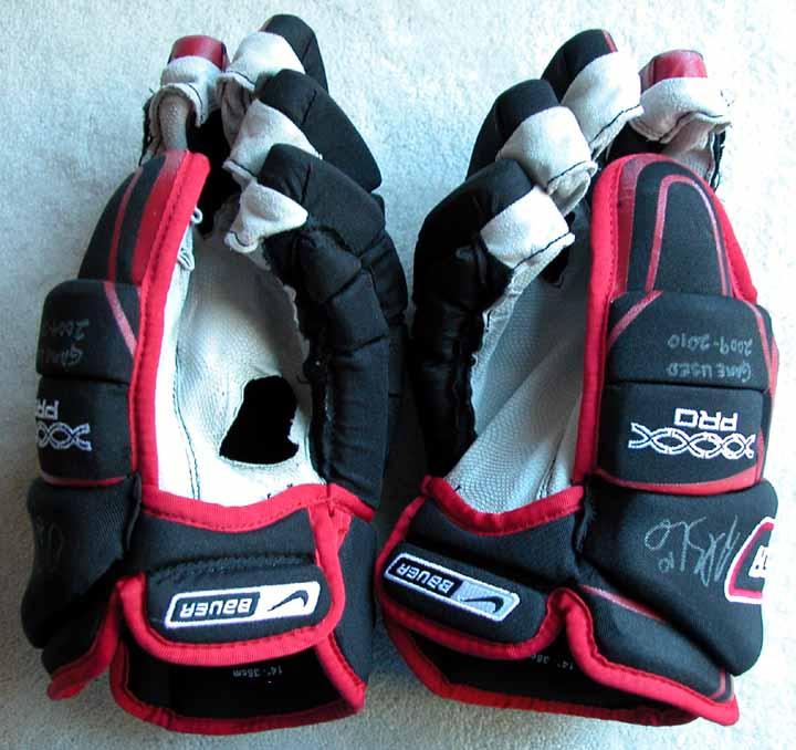 Nike Hockey Gloves: 2009-10 Patrick Sharp Blackhawks Black & Red Bauer/Nike