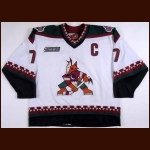 1999-00 Keith Tkachuk Phoenix Coyotes Game Worn Jersey - Photo Match – Team Letter