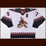 1997-98 Jeremy Roenick Phoenix Coyotes Game Worn Jersey - Photo Match – Team Letter