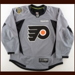 2016-17 Michael Raffl Philadelphia Flyers Stadium Series Practice Worn Jersey – Photo Match – Team Letter